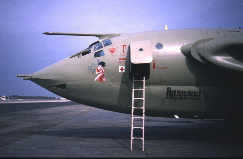 Victor K2 XM717 'Lucky Lou' full nose + mission mkgs.jpg (800×524)